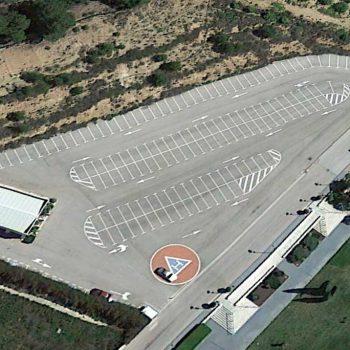 Vista aérea de aparcamiento delantero
